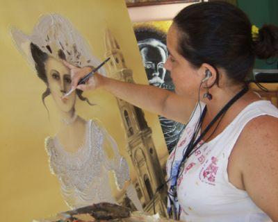 Formar parte de las reproducciones que se realizan en el proyecto Arte en Casa es evidencia de que se ha valorado mi arte y el resultado de tantos años de labor, aseguró Yudith. (Foto Lisandra Guerra)
