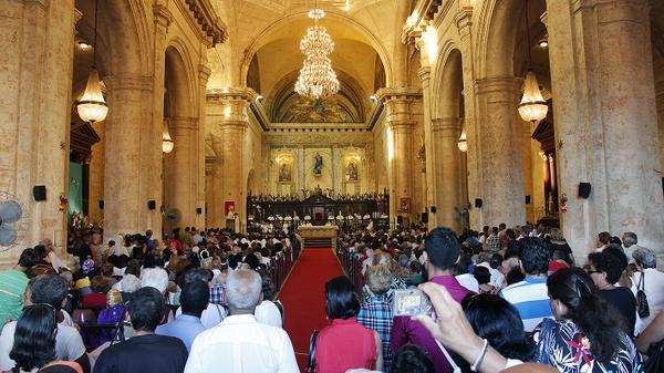 Catedral de La Habana escucha atenta al Santo Padre.
