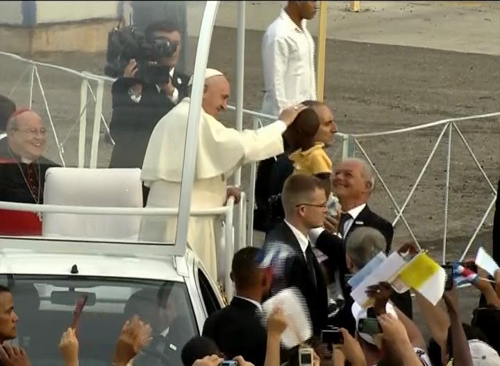 El Papa recibe el cariño del pueblo cubano.