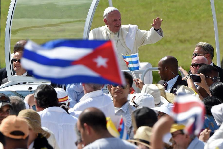 El Papa recibe el cariño de Holguín. (Foto: Vatican Insider)