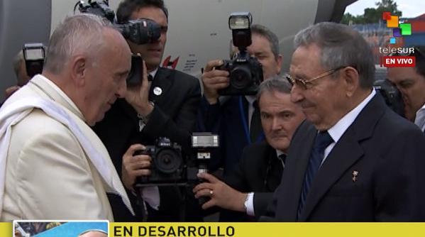 Recibe el presidente cubano Raúl Castro al Papa Francisco.