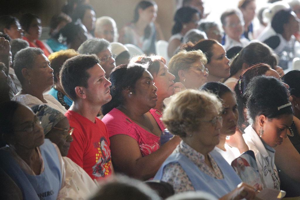 Fieles de comunidades sin templo asisten a la misa del Papa Francisco. (Foto: ACI Prensa)