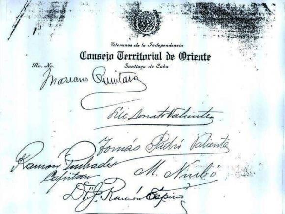 Documento firmado por los mambises para que fuera consagrada la Virgen de la Caridad como Patrona de Cuba. (Fotocopia: CubaMinrex)
