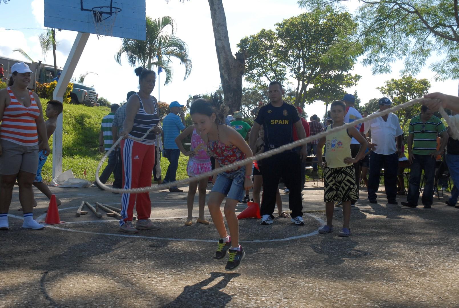 La celebración de juegos deportivos y actividades culturales figuran entre las opciones más atractivas del programa de atención comunitaria. (Foto Borrego)