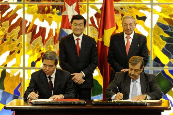 La rúbrica de ambos documentos se realizó en una ceremonia que tuvo lugar en el Palacio de la Revolución. (Foto AIN)