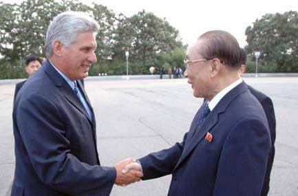 Kim Jong Nam y Díaz-Canel constataron la buena marcha de las relaciones bilaterales. (Foto Prensa Latina)