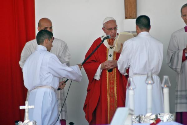 cuba, papa francisco en cuba, holguin, francisco, santa misa, misa, raul castro, vaticano