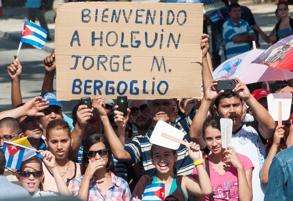 Júbilo popular en Holguín durante la visita del Papa Francisco. (Foto: Cubahora)
