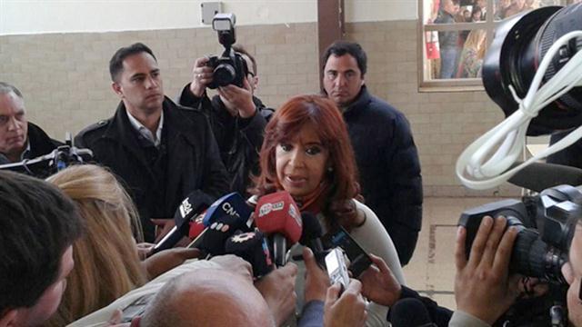"""""""Hoy estamos votando, luego de tres períodos consecutivos del gobierno del FpV, en un país absolutamente normal"""", aseguró Cristina."""
