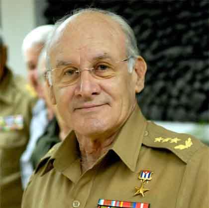 Por razones de salud, el General de Cuerpo de Ejército Abelardo Colomé solicitó su renuncia como ministro del Interior de Cuba.