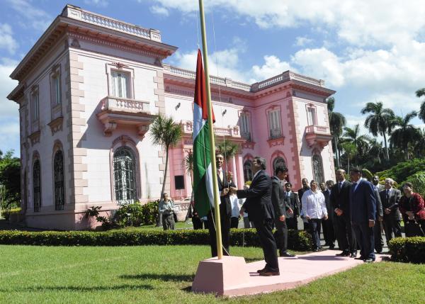 Bruno y  Abdullah Bin Zayed durante la inauguración de la embajada de Emiratos Árabes Unidos en La Habana. (Foto AIN)
