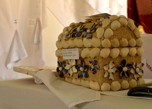 El empleo de las conchas marinas forman parte de la obra del joven artesano Francisco Rubén de Zayas Zaballa. (Foto: Carlos Luis Sotolongo)