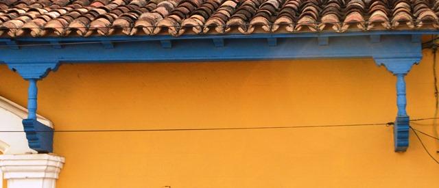 Los aleros de tornapunta están presentes en varias edificaciones coloniales de la Ciudad Museo del Caribe.