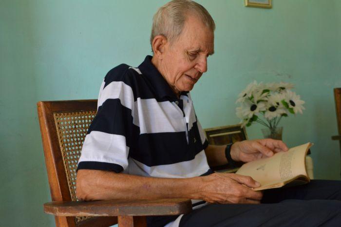 Pupi acerca a sus nietos a la figura del médico e intelectual para preservar el legado de la familia. (Foto Carlos Luis Sotolongo)