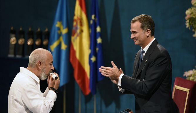 Leonardo Padura recibe el Premio Princesa de Asturias.