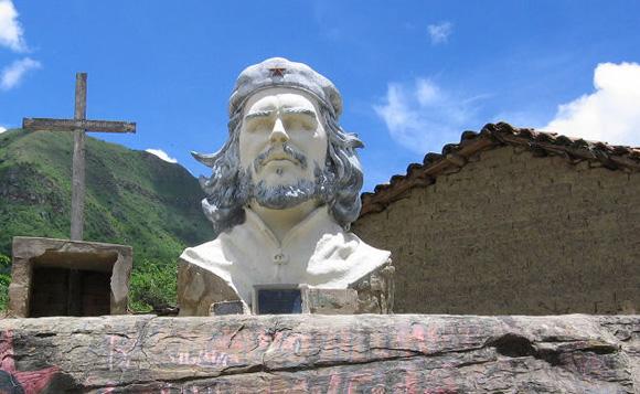 Los héroes y la comitiva que los acompaña rendirán homenaje al Che en La Higuera este viernes.