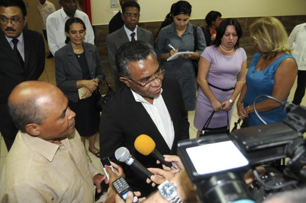 El primer ministro de Timor-Leste brinda declaraciones a la prensa a su llegada a Cuba. (Foto AIN)