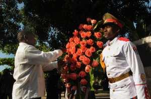 Ramaphosa depositó una ofrenda floral en homenaje al dirigente surafricano fallecido en 1993 y quien fuera un símbolo de la lucha antiapartheid.