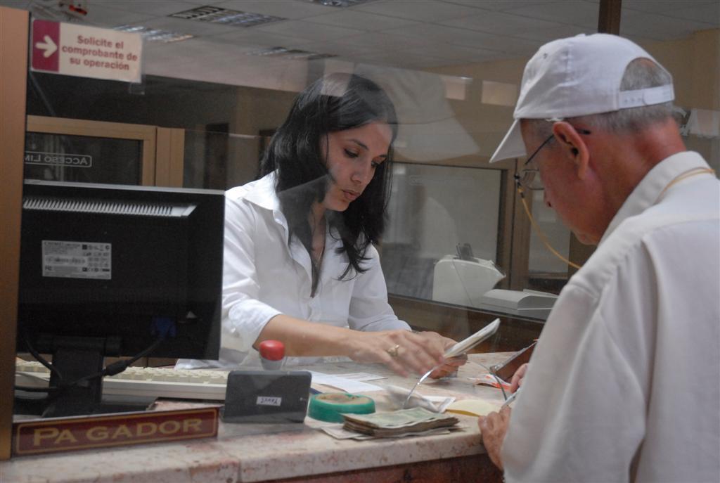 El sistema bancario cubano está llamado a perfeccionarse. (Foto: Vicente Brito)
