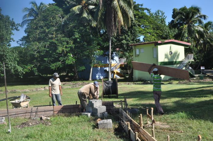 La villa se beneficia con acciones constructivas en la antesala de la temporada alta del turismo. (Foto Vicente Brito)