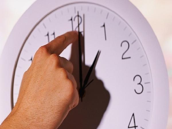 A la una de la madrugada de este domingo 1 de noviembre, se deben atrasar una hora los relojes.