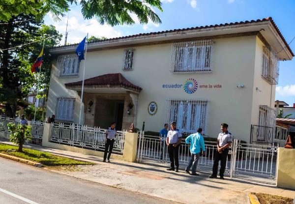 La embajada ecuatoriana atenderá al público de lunes a domingo en horarios extendidos, respetando los requisitos que amerita cada entrevista.