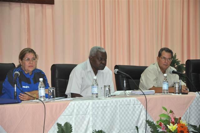 Durante su visita a Sancti Spíritus, Lazo sostuvo un encuentro de trabajo con las principales autoridades de la provincia. (Foto: Vicente Brito)