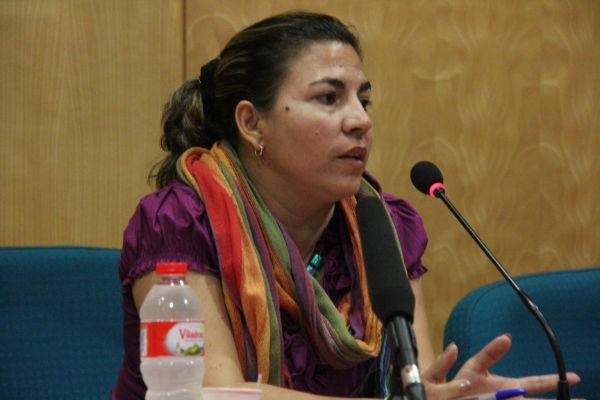 Kenia Serrano aseguró que la dominación mediática hace que algunas personas asocien el restablecimiento de relaciones diplomáticas entre La Habana y Washington con el fin del bloqueo.