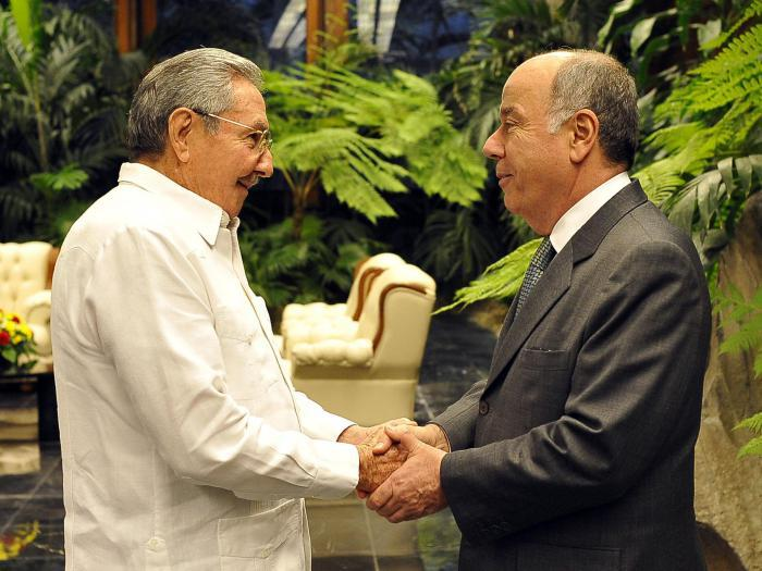 Raúl recibió al señor Mauro Luiz Lecker Vieira, ministro de Estado para las Relaciones Exteriores de la República Federativa del Brasil. (Foto: Estudios Revolución)