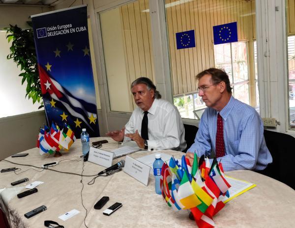 Herman Portocarero (I), embajador y jefe de la delegación de la Unión Europea en Cuba. (Foto ACN)