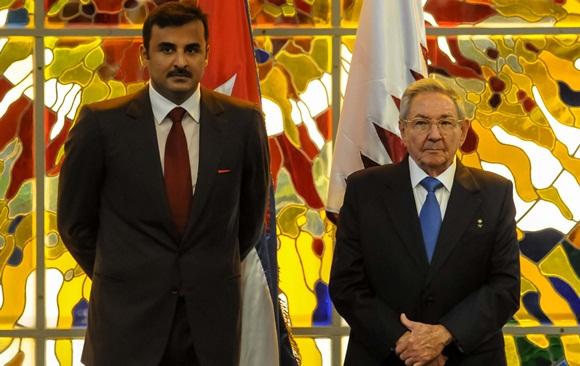El presidente cubano y el Emir de Qatar asistieron a la firma de acuerdos que facilitarán la cooperación entre esos Estados. (Foto ACN)
