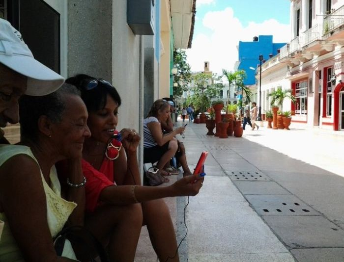 sancti spiritus, cuba, wifi, internet, plaza cultural yayabo, parque serafin sanchez, trinidad