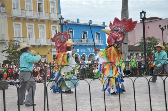 Toda una fiesta sacudió la rutina de los espirituanos con el inicio del evento. (Foto Vicente Brito/ Escambray)