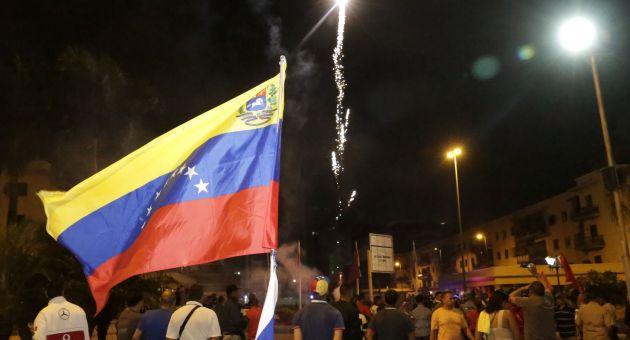 Al toque de diana, Venezuela llamó a votar desde temprano en paz y alegría. (Foto AVN)