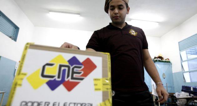 Más de 19 millones de ciudadanos inscritos en el Registro Electoral tienen derecho a ejercer el voto este domingo. (Foto AVN)