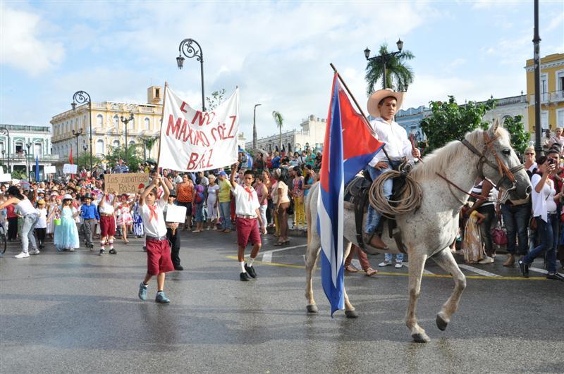 sancti spiritus, jose marti, desfile martiano, niños, niñas