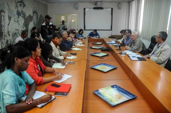 La educación superior cubana favorecerá las  modalidades semipresenciales, anunció Rodolfo Alarcón en conferencia de prensa. (Foto ACN)