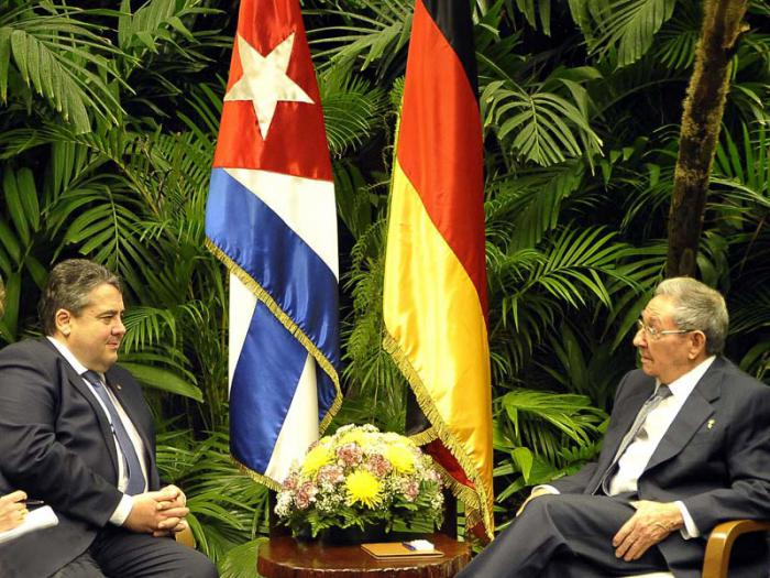 Raúl y Sigmar Gabriel dialogaron acerca del positivo estado de las relaciones bilaterales. (Foto Estudios Revolución)