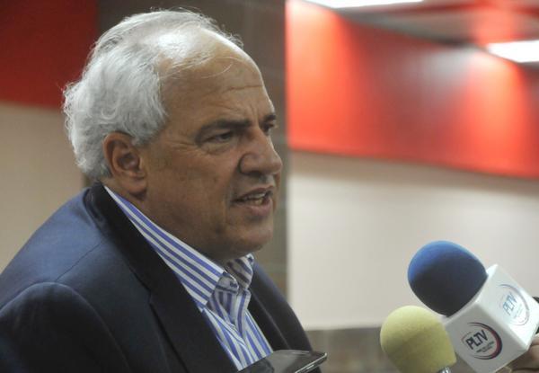 Ernesto Samper, secretario general de la Unión de Naciones Suramericanas (Unasur) a su arribo a Cuba. (Foto ACN)