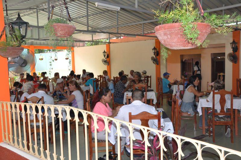 sancti spiritus, grupo empresarial del comercio, gastronomia, el pollito