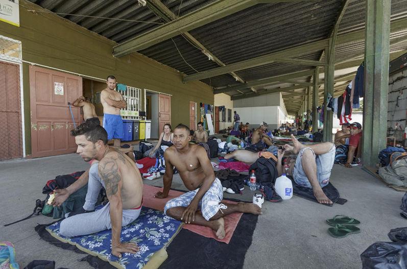 Desde el 9 de febrero mil 350 migrantes caribeños de los varados en Costa Rica llegaron a México.