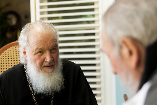 Su Santidad Kirill realizó una visita de cortesía a Fidel.