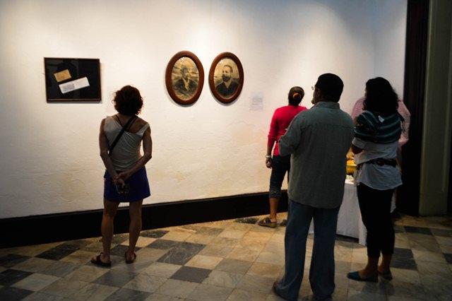 La muestra capta la atención del público por la atipicidad. (Foto: Carlos Luis Sotolongo/Escambray)