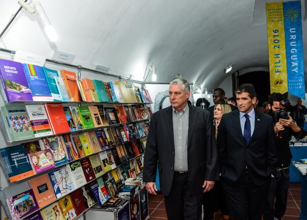 Sendic y Díaz Canel asistieron a la inauguración de Pabellón de Uruguay, en la XXV Feria Internacional del Libro. (Foto ACN)
