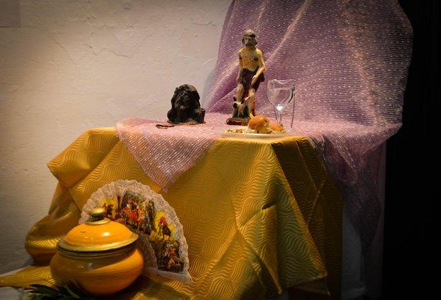 Lo que Víctor Echenagusía sabe de Alejandro, expo abierta al público en la Galería Tristá. (Foto: Carlos Luis Sotolongo/Escambray)