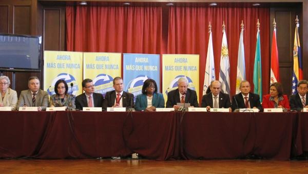 Ministros de Salud del Mercosur y la CELAC se reunieron en Uruguay para evaluar medidas para enfrentar el problema del virus. | (Foto: EFE)