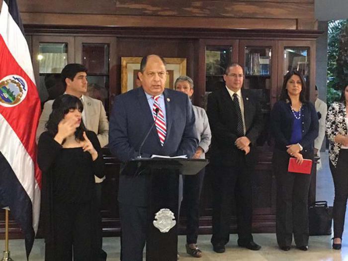 El presidente costarricense Luis Guillermo Solís informó que a partir del 9 de febrero se aumentará a cinco vuelos por semana a El Salvador y a México directo vía aérea. (Foto: TELESUR)