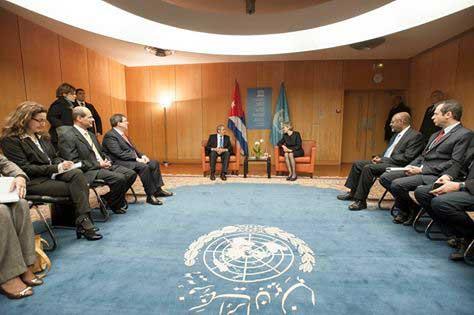 Raúl e Irina Bokova resaltaron la excelente marcha de las relaciones entre la nación caribeña y esa institución, de cuyo establecimiento se cumplirán 70 años en 2017. (Foto ACN)