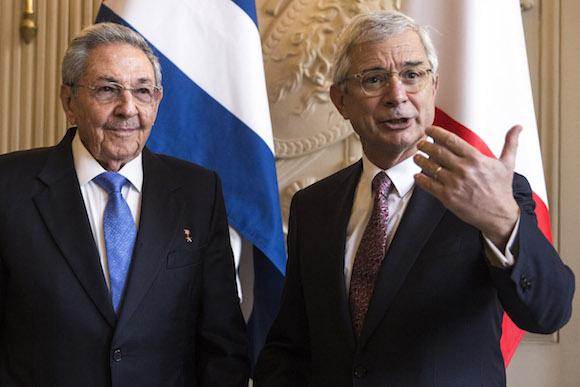Raúl dialogó también con el Presidente de la Asamblea Nacional de Francia, Claude Bartolone. (Foto: AP)