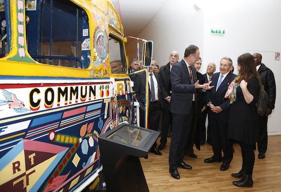 Raúl arribó al Museo del Hombre, impresionante exposición dedicada a la etnología, la antropología y la prehistoria. (Foto: AP)